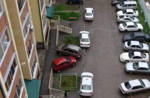 Парковка возле дома