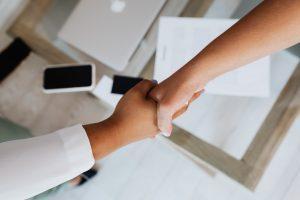 Если квартиру подарили в браке: как она делится при разводе?