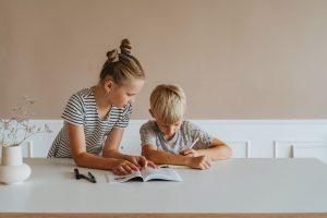 Чем грозит прописка в своей квартире чужих детей ради школы