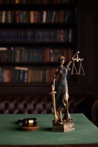Недвижимость под арестом: как снять ограничения и вернуть себе право распоряжения собственностью?