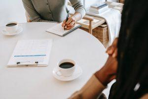 Продавец недвижимости принес справку из психдиспансера: что делать и помешает ли это сделке?