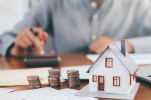 Популярные способы переоформить жилье на родственника