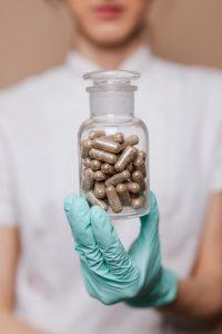 Бесплатные лекарства льготным категориям граждан — как получить быстрее?